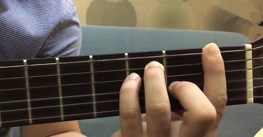 Học đàn guitar: Luyện tập chuyên sâu với Giai âm và Hợp âm