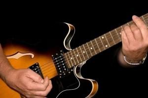 Ưu, nhược điểm của các hình thức dạy đàn guitar cơ bản