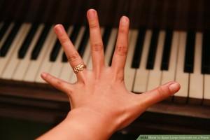 Làm sao để xòe tay thật rộng trên Piano