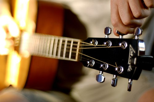 Cách Lên Dây Đàn Guitar Cơ Bản